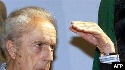 ميکل آنجلو آنتونيونی در سال های ميانی دهه ۸۰ ميلادی بر اثر سکته، ديگر قادر به تکلم نبود.