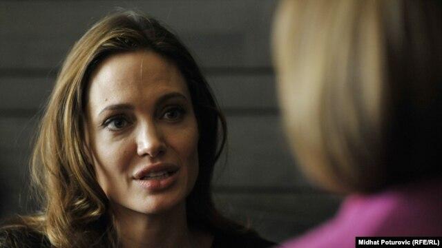Анджелина Джоли в Сараево, февраль 2012 г