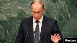 Ресей президенті Владимир Путин БҰҰ Бас ассамблеясы сессиясында сөйлеп тұр. Нью-Йорк, 28 қыркүйек 2015 жыл.