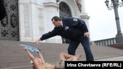Акция FEMEN в Москве