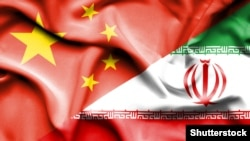 Иран менен Кытайдын желектери.