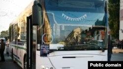 """""""Театрлар төне""""ндә автобуслар тамашачыларны бер театрдан икенче театрга ташып торды"""