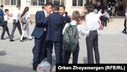 Астанадағы оқушылар (Көрнекі сурет).