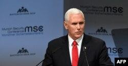 Vicepreședintele american Mike Pence pronunțîndu-și alocuțiunea la Conferința de la München