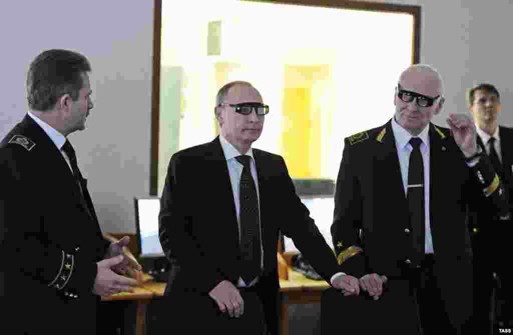 САД / РУСИЈА - Директорите на трите главни руски разузнавачки и шпионски агенции во изминативе денови престојувале во Вашингтон. Ова, според посматрачите, е многу невообичаено, со оглед на зголемените американско руски тензии.