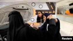 Женщины в автошколе в Саудовской Аравии,