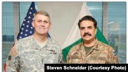 امریکا: د امریکا پوځ روزنیز او نظریاتي قوماندې مرستیال قومندان جنرال ډګر جنرال هاورسن د پاکستان پوځ مشر راحیل شرف په خپل مرکز کې مېلمه کړی