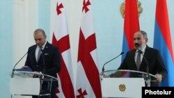 Премьер-министр Грузии Мамука Бахтадзе (слева) и премьер-министр Армении Никол Пашинян, Ереван, 10 сентября 2018 г.