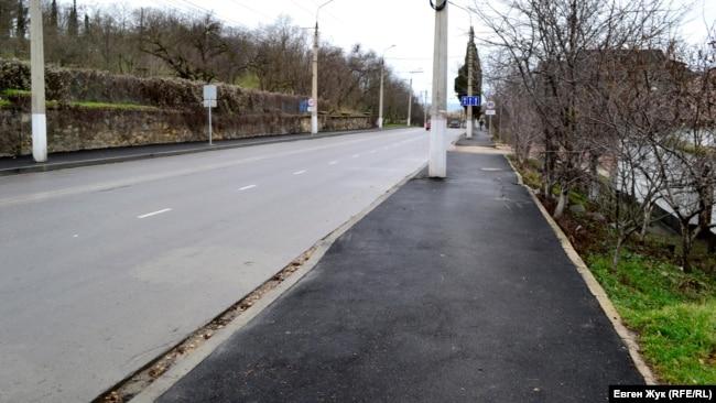 На дороге – полоса без асфальта