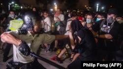 Столкновения полиции с демонстрантами в Гонконге.