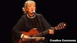 Орыстың халық әндерін орындайтын әнші Жанна Бичевская. (Көрнекі сурет)