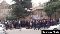 """У здания """"Россотрудничества"""". Душанбе, 18 марта 2018 года"""