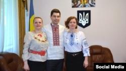 Працівники Посольства України в Естонії взяли участь у флешмобі до Дня вишиванки