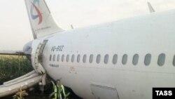 Самолет «Уральских авиалиний» после аварийной посадки в Подмосковье, 15 августа 2019 года