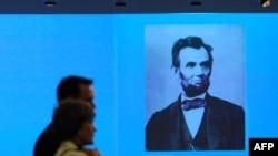 در متون تاريخ مدارس آمريکا گفته می شود که آبراهام لينکلن برده ها را آزاد کرد.