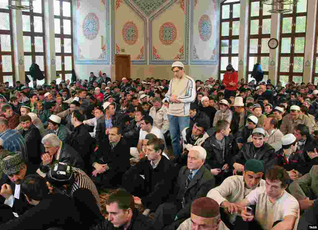 Muslims praying in the southern Russian city of Rostov-na-Donu in October (TASS) - Russia's ongoing demographic crisis and transition is one of the major continuing stories in RFE/RL's broadcast region. In February, Russia specialist Paul Goble spoke at an RFE/RL briefing about how Moscow is handling its burgeoning Muslim minority. Listen to the briefing: Real Audio  Windows Media