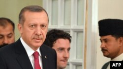 Pakistan - Turkish Prime Minister Recep Tayyip Erdogan (C) arrives at the Prime Minister House in Islamabad, 21Nov2012