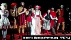 Премьера спектакля Олега Сенцова «Номера» в Киеве. 7 декабря 2018 года