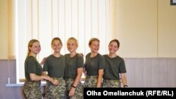 Prvih 20 polaznica je obrazovalo novo, zasebno odeljenje u školi i biće poznate kao Prvi vod Prvog Eskadrona.