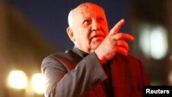 Gorbaçew Berlin diwarynyň ýykylmagynyň 25 ýyllygyna bagyşlanan ýygnanyşykda çykyp gürledi.