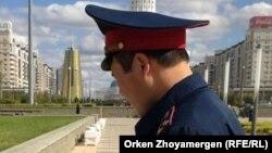 Сотрудник полиции в Астане. Иллюстративное фото.