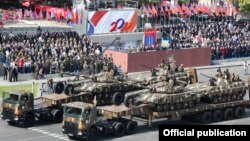 Во время военного парада в Ереване, 21 сентября 2011