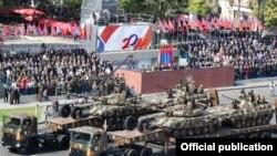 На военном параде в Ереване, 21 сентября 2011 г.