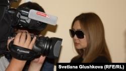 Алёна Жамалиева, супруга Кайрата Жамалиева, в зале суда при оглашении приговора. Астана, 7 августа 2015 года.