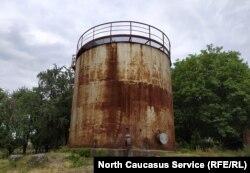 Бывшая водяная башня в селе Бековичи