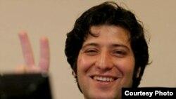 ساسان آقایی روز ۲۱ مرداد بازداشت شد و به گفته خانواده او بخش عمدهای از دوران بازداشتش را در انفرادی به سر برده است.