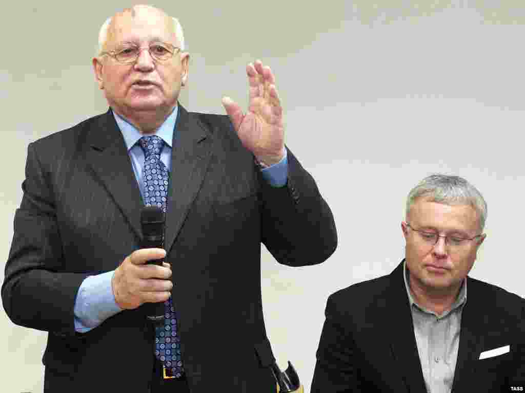 Former Soviet leader Mikhail Gorbachev (left) and businessman Aleksandr Lebedev (right) together hold a 49 percent stake in the newspaper, with the publication's staff owning the remaining 51 percent. (ITAR-TASS/Vitaly Belousov)