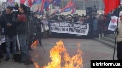 Спалення підручників у Сімферополі на площі Леніна, 14 березня 2010 року
