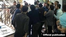 حمله اعضای بسیج دانشجویی به نشست انجمن آزاداندیش در روز دوشنبه، اول مهر،