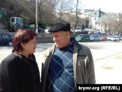"""""""Veciye Kaşka davası""""nıñ iştirakçisi Bekir Degermenci qadını Aliye Degermencinen Aqmescit Kiyev rayon mahkemesi yanında"""