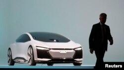 რუპერტ შტადლერი ახალი ავტომანქანის პრეზენტაციაზე. ფრანკფურტი, 2017 წლის 12 სექტემბერი