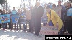 Учасники акції виступили на підтримку політв'язнів в Росії та анексованому нею Криму.