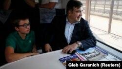 Михеил Саакашвили с сыном Николозом в поезде в Перемышле, 10 сентября 2017 год