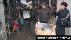 Рынок в Кара-Суу, Ошская область, 10 ноября 2011 года.