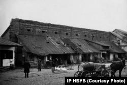 Торгові ряди у місті Шаргород на Вінниччині. Фото Павла Жолтовського 1930 року. (ІР НБУВ. Фото надане А. Парамоновим)