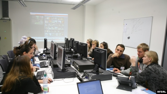 Students from University of New York in Prague during a trainig session in RFE/RL's computer laboratory.