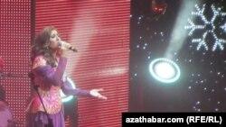Ruweýda Attiýanyň Aşgabatda beren konsertinden bir pursat. 28-nji dekabr, 2012 ý.