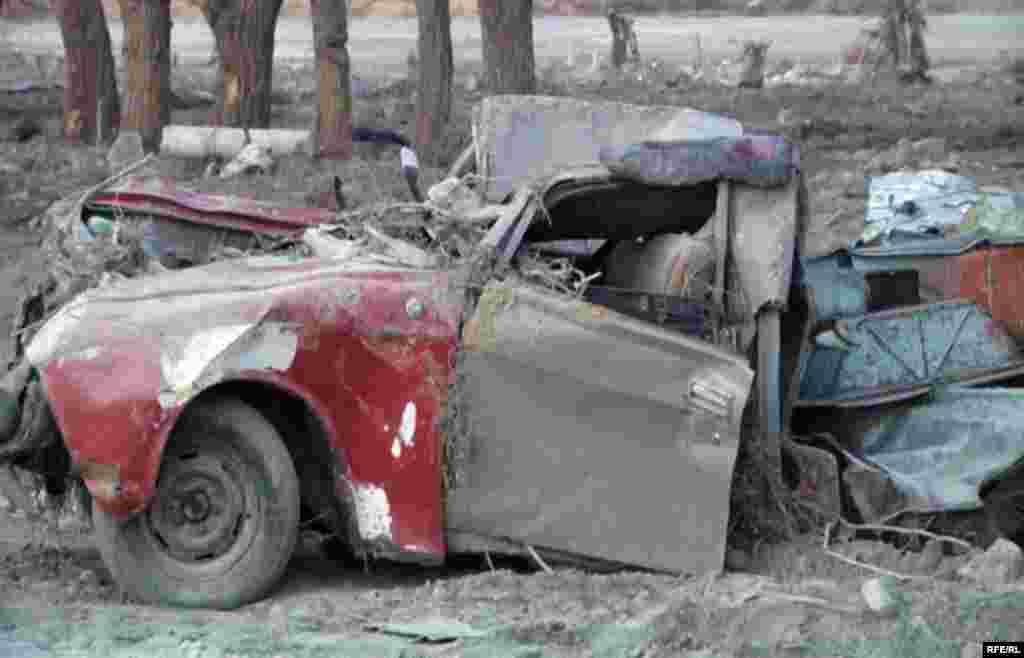 Қызылағаштағы тасқынның салдары. 19 наурыз 2010 жыл.