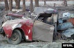 Остатки автомобиля в селе Кызылагаш.