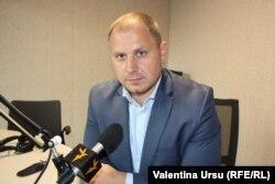 Ștefan Gligor în studioul Europei Libere la Chișinău