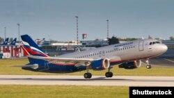 """Самолет компании """"Аэрофлот"""" взлетает в аэропорту Праги. 29 июня 2019 года."""