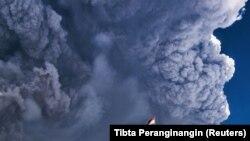 Indonezia, erupția unui vulcan în Sumatra de Nord