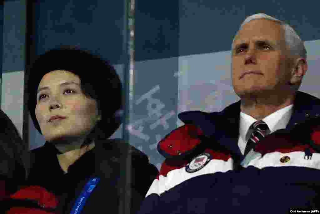 Вице-президент США Майк Песн и Ким Ё Чжон, сестра северокорейского лидера Ким Чен Ына, на церемонии открытия Игр.