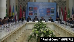 Есірткі саудасына қатысты халықаралық жиынға қатысушылар. Душанбе, 29 қараша 2013 жыл.