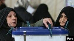 خبرگزاری رويترز نوشته است که رقابت اصلی در پايتخت، ميان دو ائتلاف «رايحه خوش خدمت» (هواداران آقای احمدی نژاد) و ائتلاف هواداران محمد باقر قاليباف، شهردار تهران در جريان است.