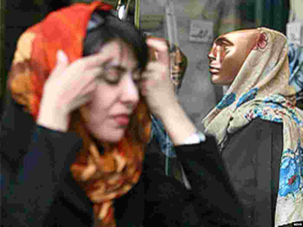 Iran -- A girl is primping her veil during Police launching a new rackdown aimed at forcing women to adhere to Islamic codes more strictly, Tehran, 21 Apr 2007 - http://www.mehrnews.com/fa/NewsDetail.aspx?pr=s&NewsID=315988